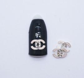 Броши для ногтей - «Chanel» с матовим пастельно-розовым напылением с белыми стразами (F007-03)